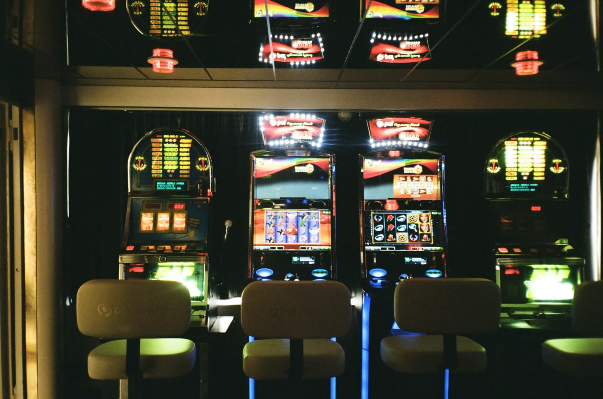 How Do I Save My Money When I Play Slots?